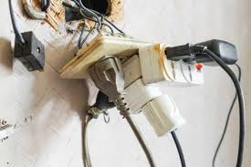 Fire regulations for offices - example of hazardous wiring in an office